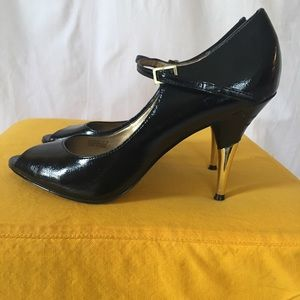 Tahari peep toe with gold heel size 9.5